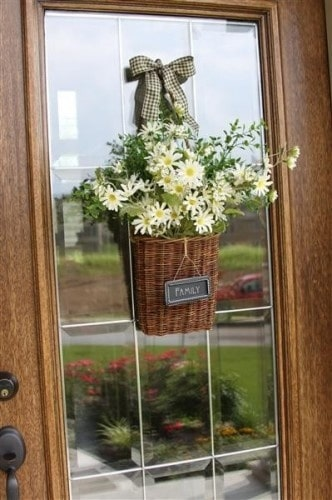 8 frugal front porch decorating ideas saving by design for Front door decor