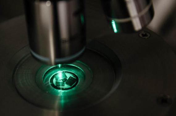 Semiconductor material, Cadmium Sulfide, being cooled using a laser beam (Credit: Nanyang Technological University)