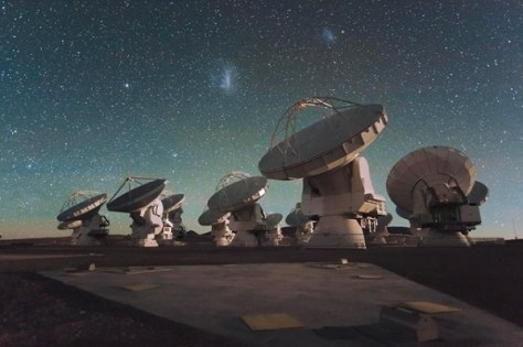 Antennas of the Atacama Large Millimeter/submillimeter Array (ALMA), on the Chajnantor Plateau in the Chilean Andes. (Credit: ESO/C. Malin)