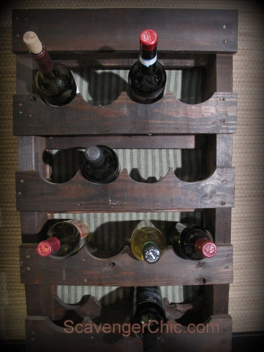 pallet wood wine rack diy scavenger chic. Black Bedroom Furniture Sets. Home Design Ideas