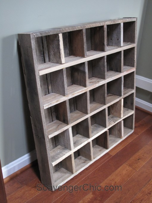 Pallet wood cubby organizer shelves scavenger chic for Making storage shelves out of pallets