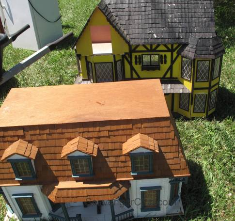 Route 11 Yard Crawl 2016-doll houses