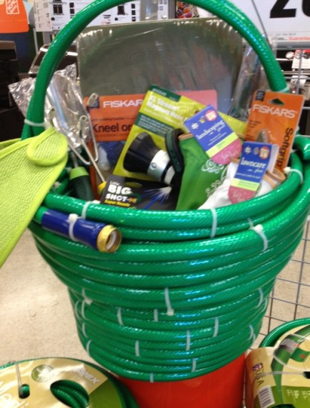 DIY and Homemade Gifts - Hose Homeowner Gift Basket.jpg (550×733) - Google Chrome 11262017 14019 PM.bmp