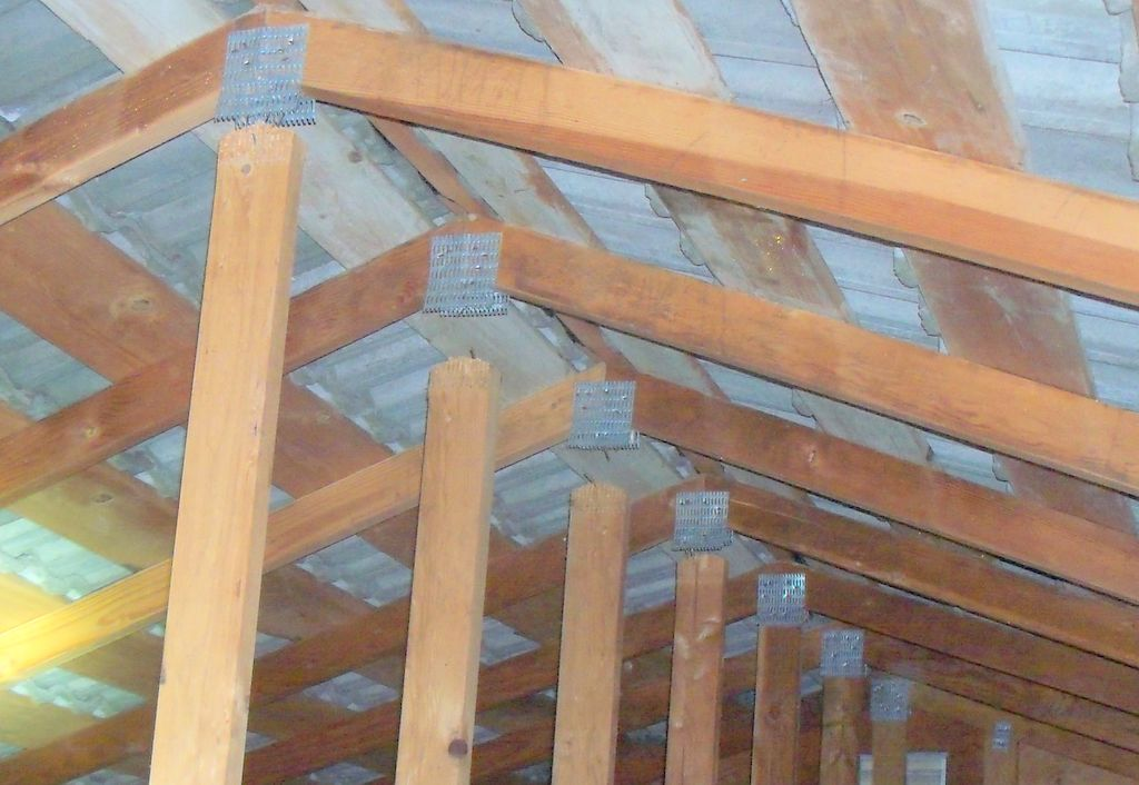 Engineered framing trusses used in roof framing school for Pre engineered trusses