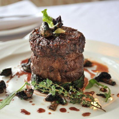 Beef_fillet_steak_with_mushrooms