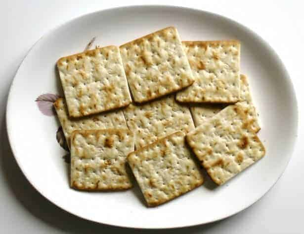 Gluten-Free Crackers Made with Hemp Flour and Decaffeinated Green Tea Leaves