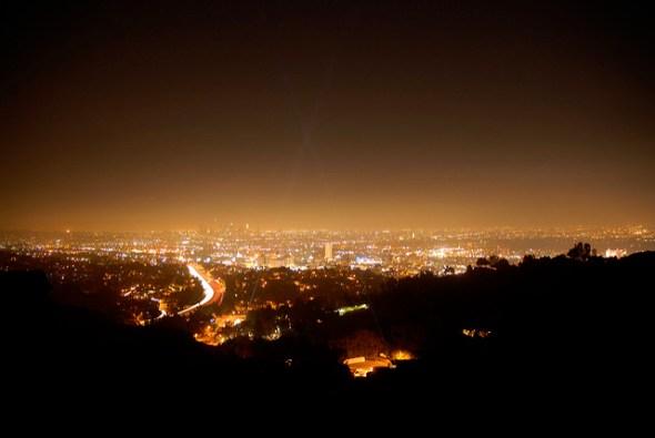 Lichtverschmutzung über einer Großstadt. Bild: Mike Knell, flickr, CC BY-SA 2.0.