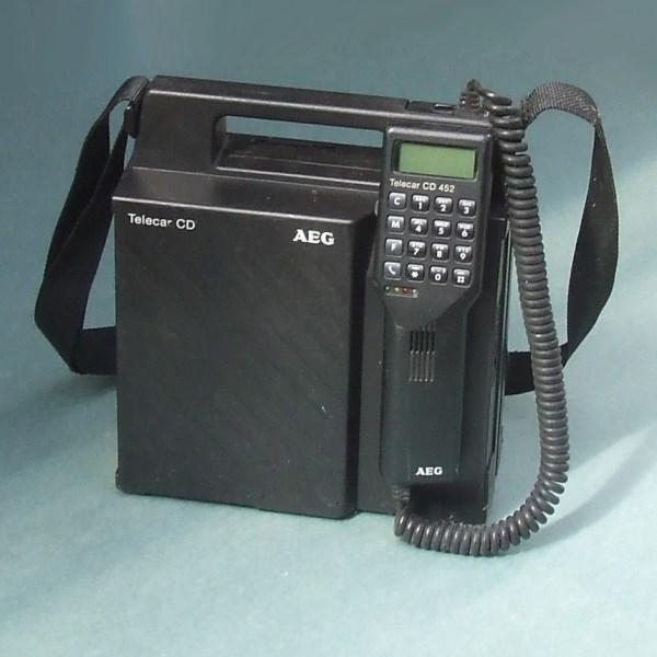 AEG Telecar CD-452, tragbares C-Netz-Telefon. Bild: Wikimedia Commons, Christos Vittoratos, CC BY-SA 3.0.