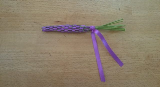 Silent snaps – making lavender wands