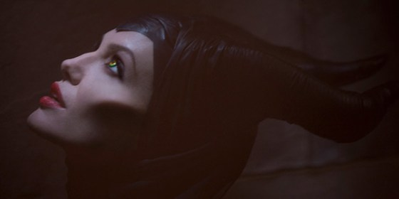 maleficent-angelina-jolie-costume-wide