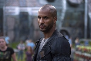 """The 100 -- """"Wanheda: Part One"""" -- Image HU301D_0147 -- Pictured: Ricky Whittle as Lincoln -- Credit: Cate Cameron/The CW -- © 2015 The CW Network, LLC. All Rights Reserved"""