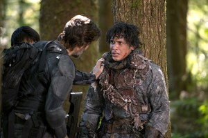 "The 100 -- ""Wanheda: Part Two"" -- Image HU302B_0309 -- Pictured (L-R): Henry Ian Cusick as Kane and Bob Morley as Bellamy -- Credit: Diyah Pera/The CW -- © 2015 The CW Network, LLC. All Rights Reserved"