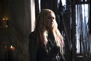 "The 100 -- ""Ye Who Enter Here"" -- Image HU303A_0040 -- Pictured: Eliza Taylor as Clarke -- Credit: Cate Cameron/The CW -- © 2016 The CW Network, LLC. All Rights Reserved"