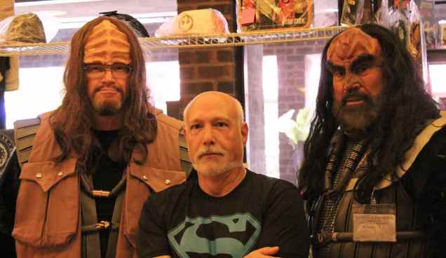 Mark is forced to broker a deal with the Klingons in exchange for interview access to Richard Dean Anderson.