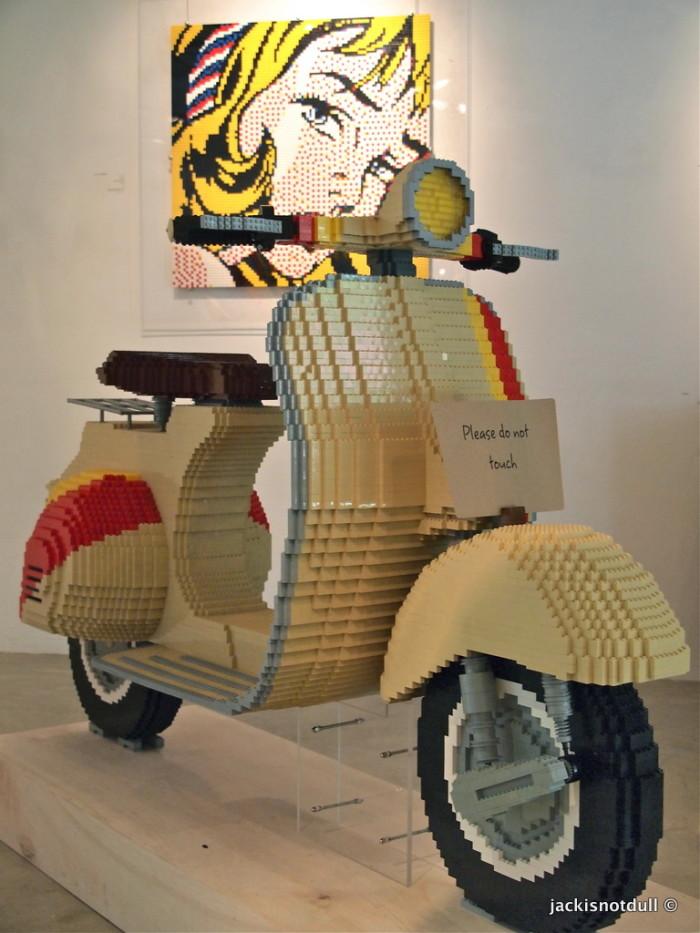 LEGO Vespa by Eugene Tan