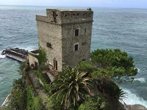 Cinque_Terre_Tower_Mont