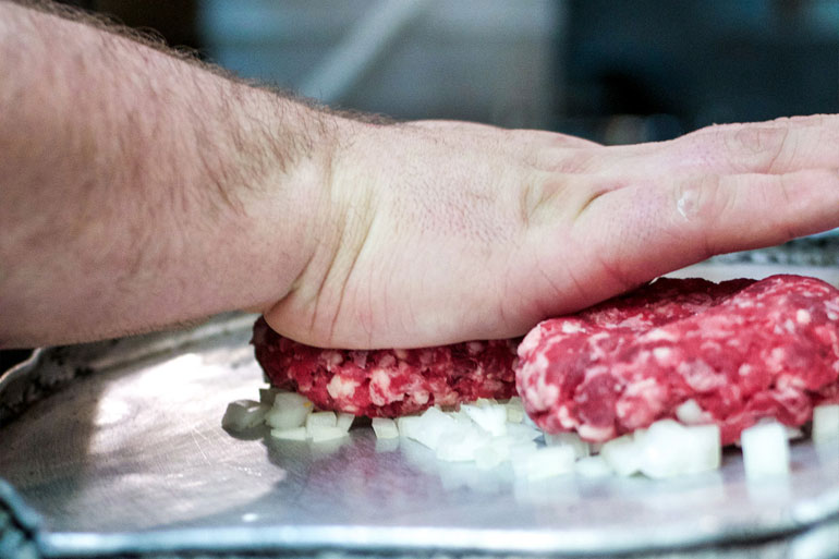 Pressing-the-onion-into-the-patty