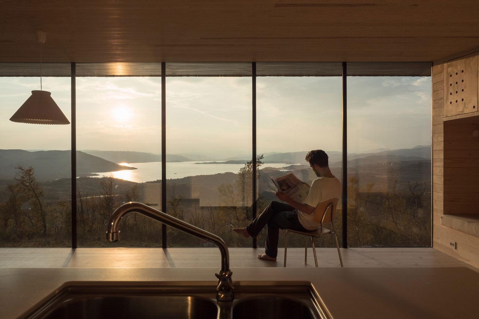 cabin-jon-danielsen-aarhus-architecture-residential-norway_dezeen_2364_col_20