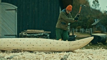SMOKE BREAK #1205 | A Master Craftsman At Work In 'The Birth Of A Dugout Canoe' Doc