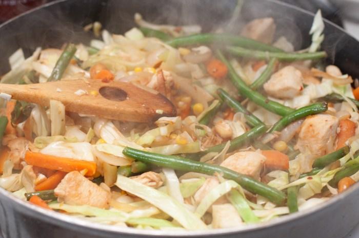 Quick, easy, HEALTHY Chicken Veggie Stir Fry