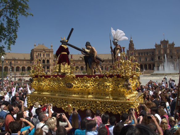 Jesus paso of La Paz passes Plaza de España. Sevillian extravagance from the early 20th century.