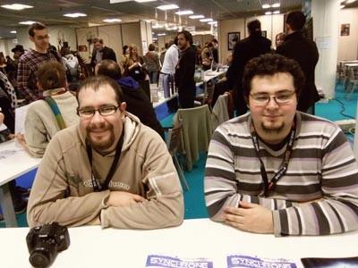Les auteurs du jeu de rôle Synchrone (Pierre Gallois et Maxime Durand) au FIJ de Cannes.
