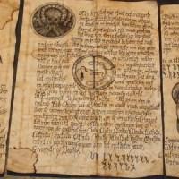 A quoi ressemble un livre maudit du Mythe de Cthulhu ?