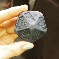 Un d20 en braille grâce à une imprimante 3D