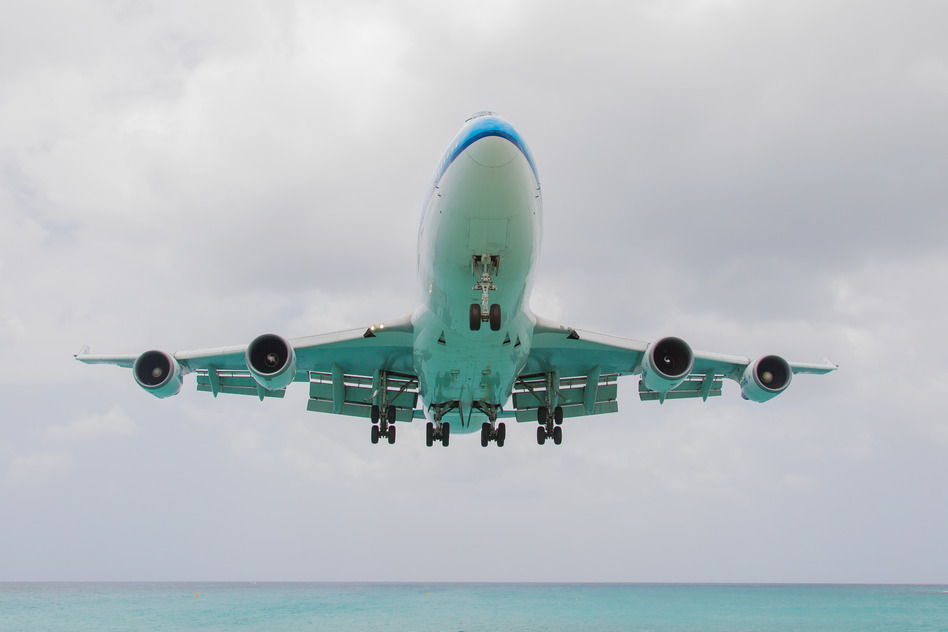 photodune-5301816-st-martin-antilles-july-19-2013-boeing-747-aircraft-in-is-l-s