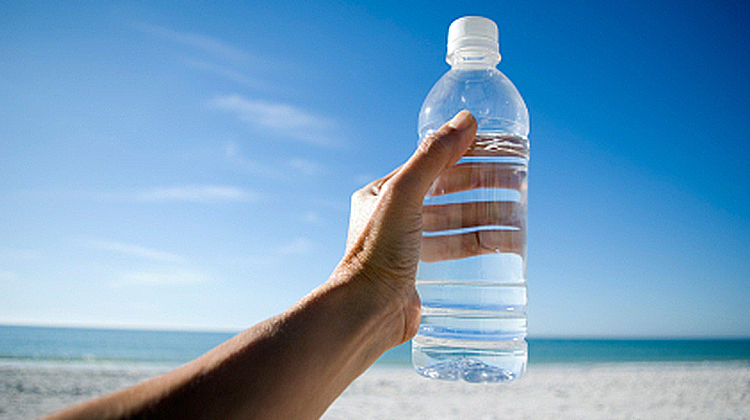 There are many factors that can contribute to dehydration in scuba divers. Here we will examine those risk factors as well as tips to keep properly hydrated when diving.