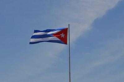 キューバ国旗、サンティアゴ・デ・クーバの風景 【キューバ Cuba】