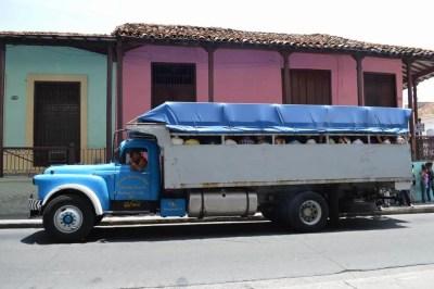 乗り合いバス、サンティアゴ・デ・クーバの風景 【キューバ Cuba】