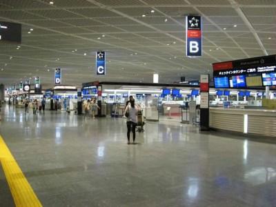 夜の成田空港の集発ロビー 【韓国】