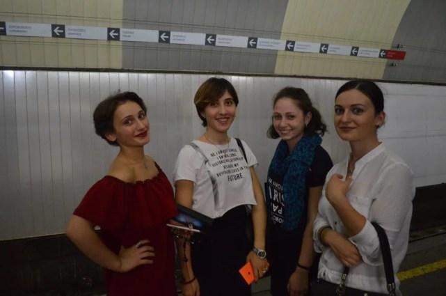 トビリシ旧市街、アブラヴァリのメトロ駅に居た女の子たち【ジョージア(グルジア)Georgia:საქართველო】