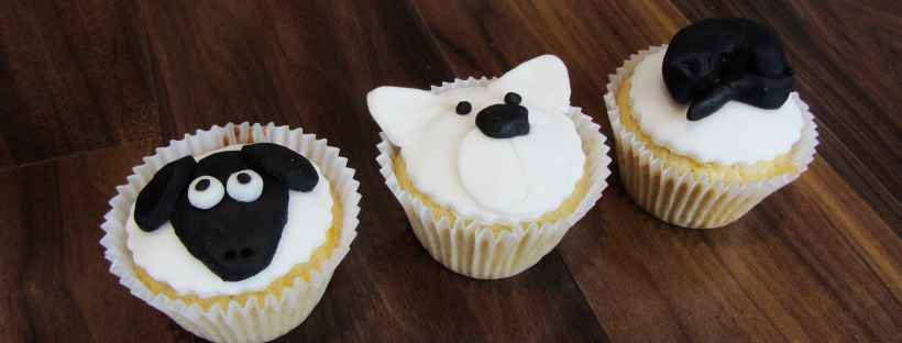 sheep, polar bear and cat cupcakes