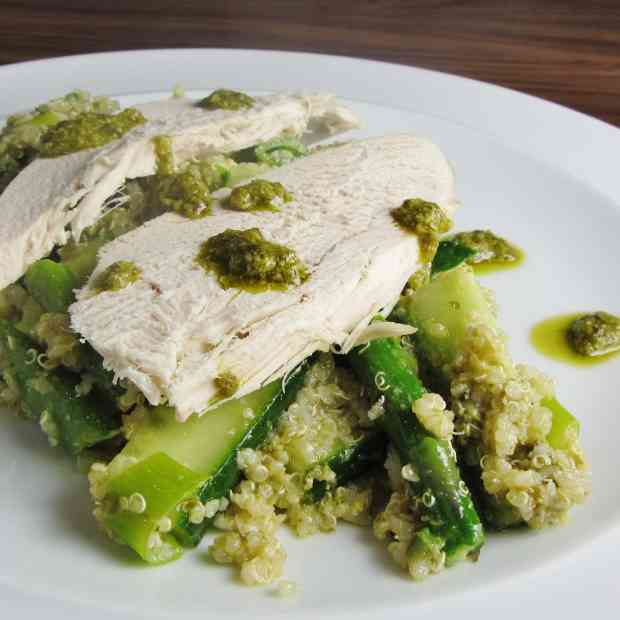 Quinoa pesto and hicken salad with green vegetables