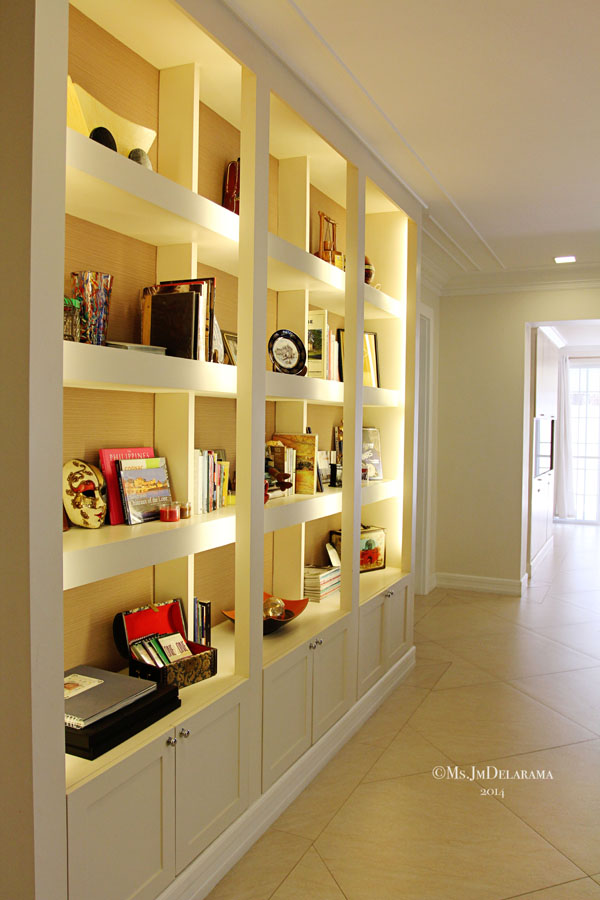 I love what they did in this hallway and even the lighting that they used to emphasize each space on this shelf.