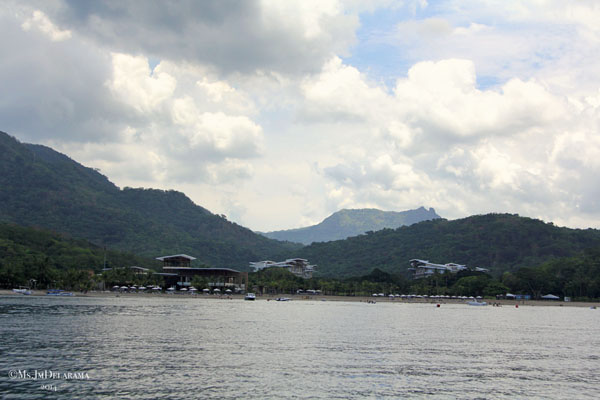 Approaching Pico de Loro Cove... can you see why it's called Pico de Loro?  Clue: Parrot's Beak (See it?)