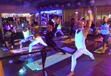 seattle-yoga-meetup-hot-feet-fitness-blacklight-yoga-party-2016_0013_dsc_0874