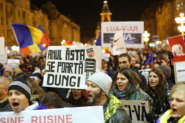 Mii de persoane protesteaza in Timisoara dupa ce Executivul a adoptat proiectul de lege privind gratierea si ordonanta privind modificarea Codurilor Penale, joi 2 februarie 2017. SEBASTIAN TATARU / MEDIAFAXFOTO
