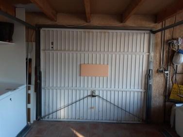 Installation d'une porte de garage et de son automatisme.