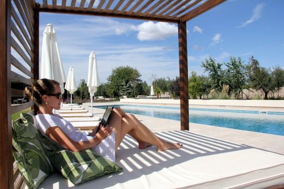 Entre Cielos ipad by the pool