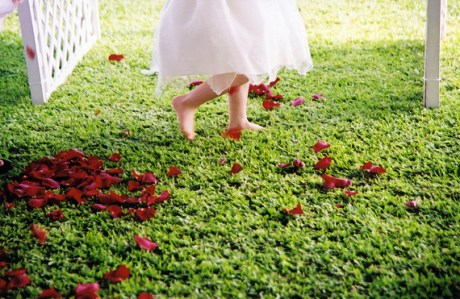 weddding-reception ideas with flower petals