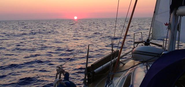 Das Klassiker-Bild auf hoher See. Hier wird aber auch das einzige Klischee erfüllt… © mare piu