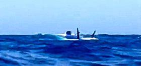 """Blick aus der Rettungsinsel auf die durchgekenterte """"Polina Star"""""""