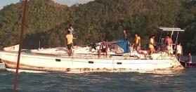 """Die schwer ramponierte deutsche Yacht """"Sayo"""". © Philippino News"""