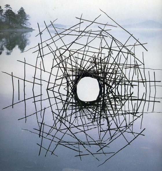 Source: http://www.top13.net/land-artworks-andy-goldsworthy/