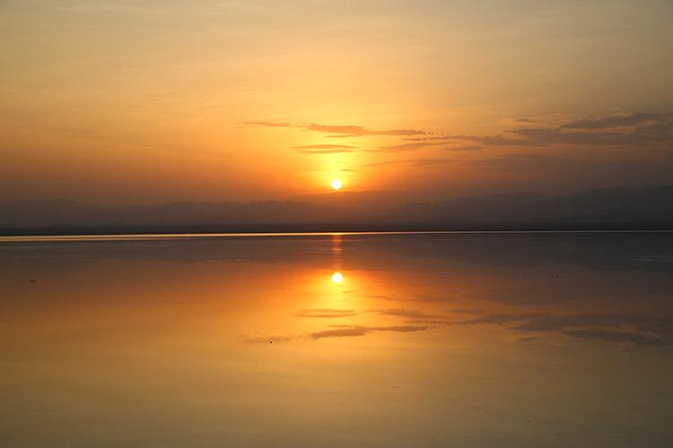 ダナキルツアー アフリカのウユニ塩湖