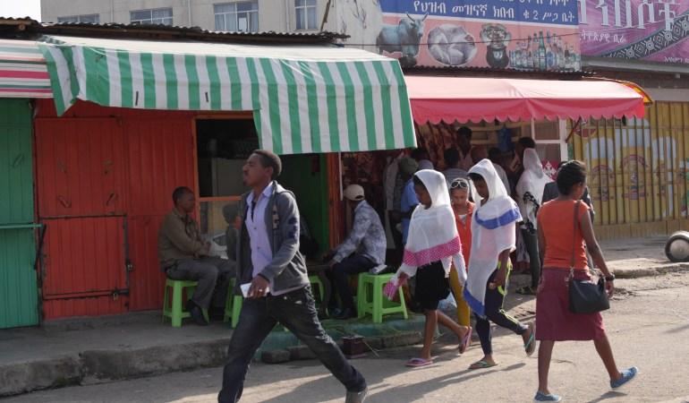 人類発祥の地エチオピアで映画監督との出会いと貧困の子どもを支援する女性のインタビュー