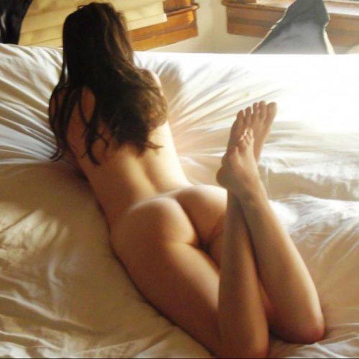Bedpret is een 26-jarige schoonheid uit België die een heerlijk ...: seksmet.nl/sexdating-picdump-van-topless-kikki-tot-geile-milf-in...